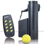 Lanzador de pelotas con mando para perros - Lanzador de pelotas con mando. Para colocar en el punto exacto en el que se le quiere reforzar al perro. Ideal para perros de deporte, detectores, etc. Manejable hasta 250 metros de distancia, almacena 4 pelotas y se pueden controlar hasta 8 lanzadores con un único mando.