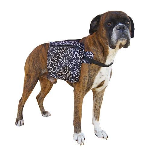 Alforjas para perros negra estampada con asa superior - Ligera alforja negra para perros con estampado de huesos. Fabricadas en materiales muy resistentes, diseñadas para compensar el peso y no dañar la espalda del perro. Para pasear al perro y que él mismo pueda llevar cosas como agua, comida, etc.